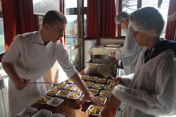 Milano Fuoriclasse: volontariato sociale in cucina
